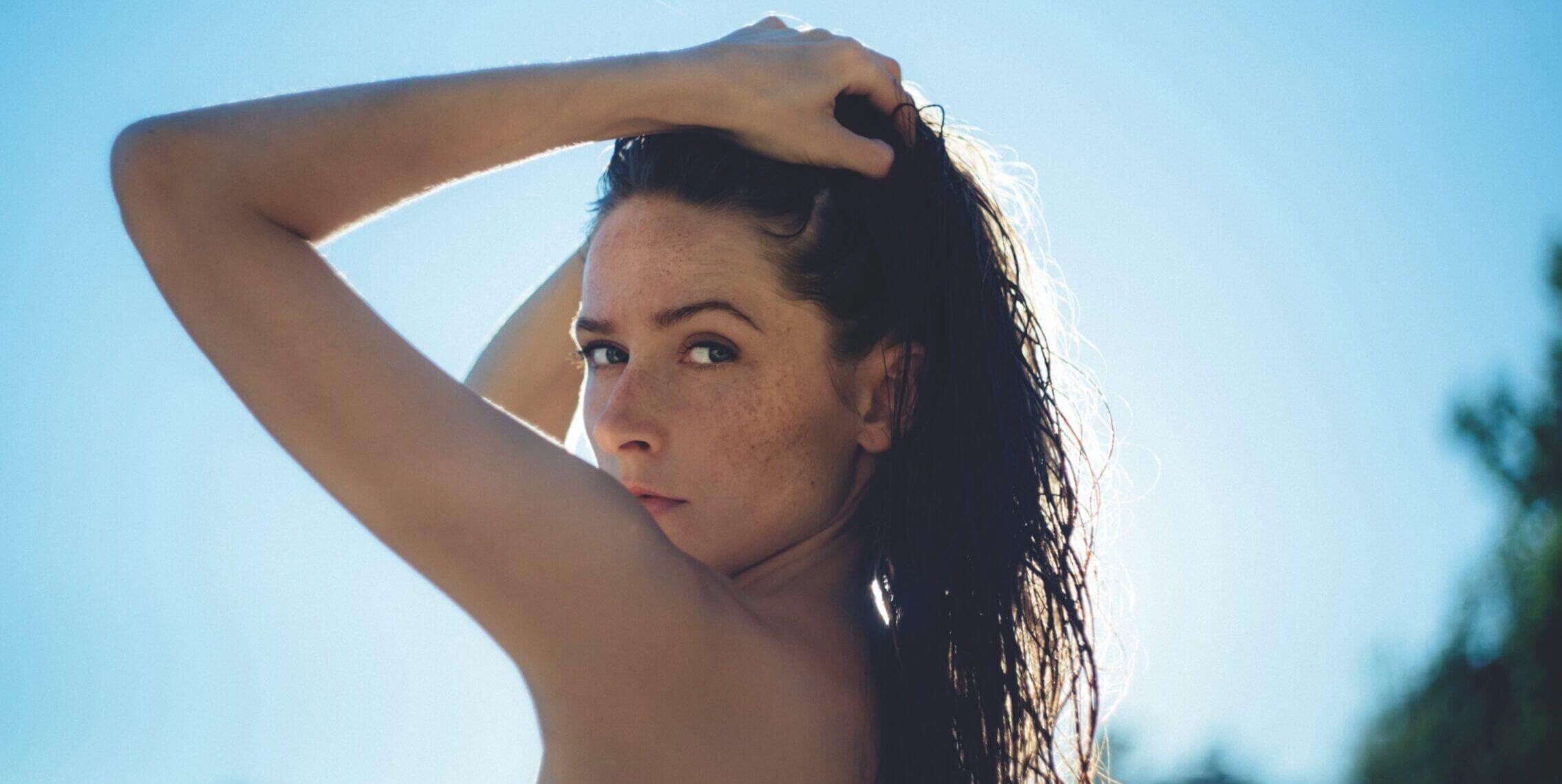 woman-posing-in-the-sunshine